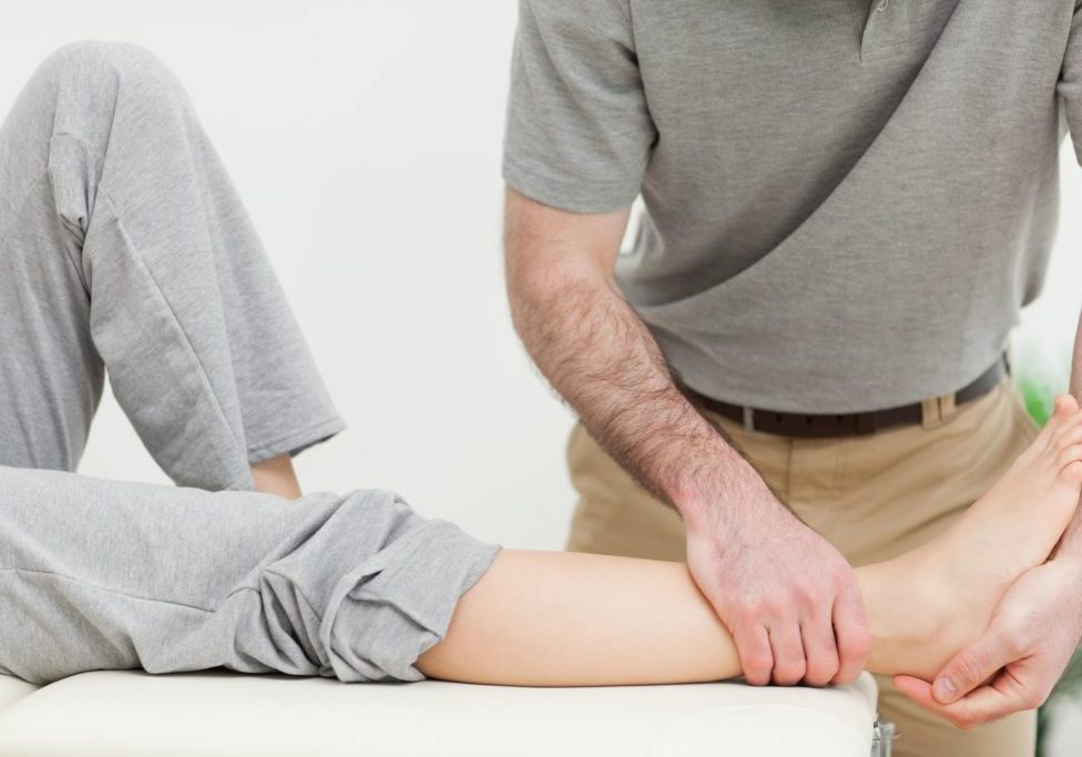 Roseville-Chiropractor-Hip-Knee-and-Foot-Pain-2